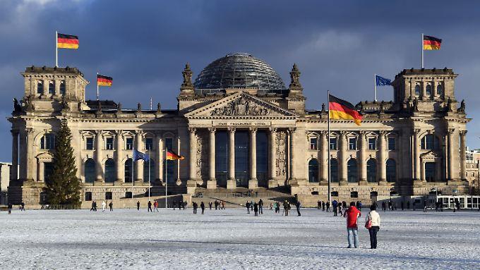 Solide wirtschaftliche Stärke im Zenturm Europas: Das Berliner Reichstagsgebäude im Licht der Januarsonne.