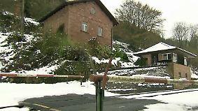 Tägliche Öffnung ausgeschlossen: Bahnschranke hindert Haus-Erben am Zugang