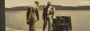 """Mit dem """"Anschluss"""" Österreichs an das nationalsozialistische Deutschland wurde es 1938 für Haas aufgrund seiner jüdischen Herkunft immer gefährlicher. Er emigrierte in die USA. (Männer Pier)"""