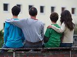 Familiennachzug hilft der Integration, sagen Organisationen wie Pro Asyl - die Bundesregierung hat den Zuzug deutlich eingeschränkt.