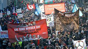 """""""Nie wieder Faschismus"""" - Proteste gegen das Rechtspopulisten-Treffen in Koblenz."""