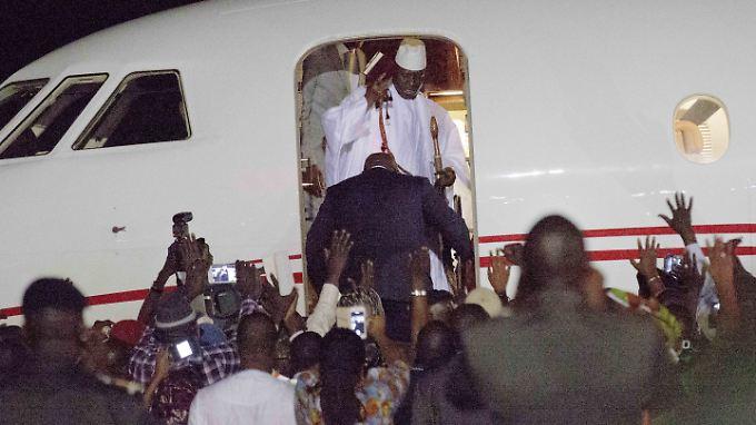 Jammeh bestieg am Samstagabend ein Privatflugzeug, das ihn ins äquatorialguineische Exil bringen sollte.