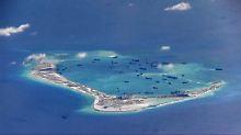 Chinesische Grabungsschiffe bei den umstrittenen Spratley-Inseln im Südchinesischen Meer: Die neue US-Regierung droht im Fall eines Weiterbaus neuer Inseln indirekt mit militärischen Konsequenzen.
