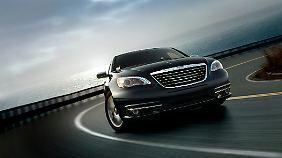 Der 200 soll bei Chrysler den wenig erfolgreichen Sebring ablösen. In Europa firmiert das Auto unter der Marke Lancia.