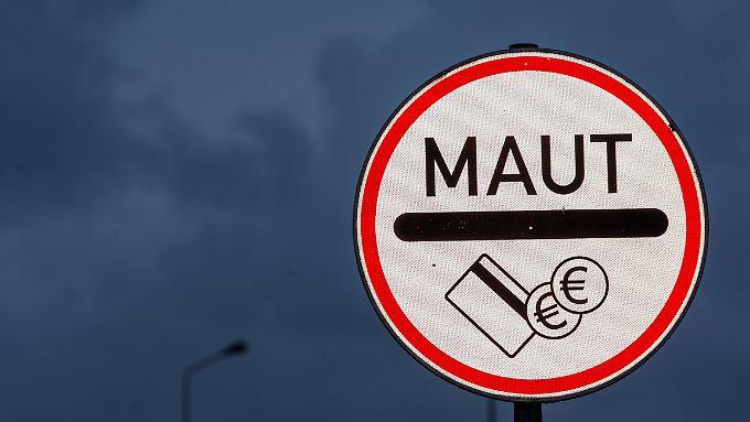 Wenn es nach Verkehrsminister Dobrindt geht, kommt die Pkw-Maut in abgeänderter Form 2019. Wenn es nach Nachbarstaaten geht, kommt sie gar nicht.