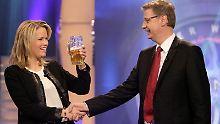 Na, dann Prost! Stephanie zu Guttenberg und Günther Jauch.