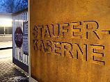 Was war in der Staufer-Kaserne in Pfullendorf los? Die Sex-Vorwürfe sind nun wohl vom Tisch, dafür wird aber wegen der Aufnahmerituale weiterermittelt.