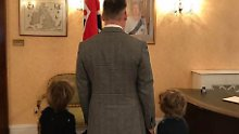 David Furnish mit den Kindern im Angesicht der Queen - welch ein Moment!