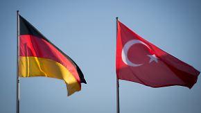 Umstrittener Zeitpunkt: Kritik begleitet Merkels Besuch in der Türkei