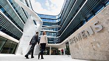 ARCHIV - Die Skulptur «The Wings» des Star-Architekten Daniel Libeskind ist am 20.06.2016 an der neuen Konzernzentrale von Siemens am Wittelsbacherplatz in München (Bayern) zu sehen. Foto: Matthias Balk/dpa (zu dpa «Siemens schreibt mit Gewerkschaften Spielregeln für US-Werke fest» vom 29.12.2017) Foto: Matthias Balk/dpa +++(c) dpa - Bildfunk+++