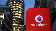 Das Vodafone-Logo ist am 31.01.2017 in Düsseldorf (Nordrhein-Westfalen) vor der Unternehmens-Zentrale zu sehen. Am 02.02.2017 gibt Vodafone die Geschäftszahlen des 3. Quartal bekannt. Foto: Ina Fassbender/dpa +++(c) dpa - Bildfunk+++