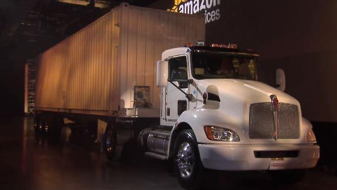 """Amazon präsentiert die """"Schneemobil"""" genannten Trucks in Las Vegas."""