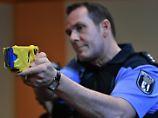 Bei der Berliner Polizei hat eine dreijährige Testphase des Taser begonnen.