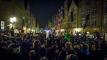 Pfeifkonzert in Münster: Tausende protestieren gegen AfD-Empfang