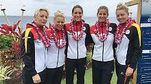 Tennis-Bundestrainerin Barbara Rittner mit ihrem Fed-Cup Team: Laura Siegemund, Andrea Petkovic, Julia Görges und Carina Witthöft auf der Insel Maui.