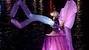 Maskierte Zauberwesen begeistern Zuschauer: Meereskönigin eröffnet Karneval in Venedig