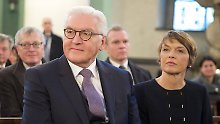 Steinmeier und seine Frau Elke Büdenbender bei der morgendlichen Andacht.