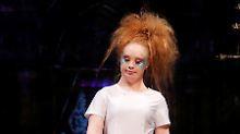 Schaulaufen in New York: Model mit Down-Syndrom entzückt