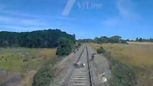 Rettung in letzter Sekunde: Zug erfasst beinahe Motorradfahrer
