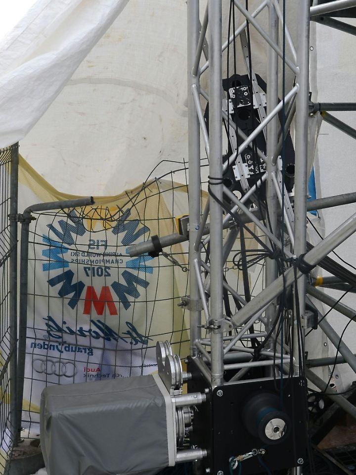 Die abgestürzte mobile Kamera war an einem Seil befestigt, das vom Ziel bis zum Start gespannt war.