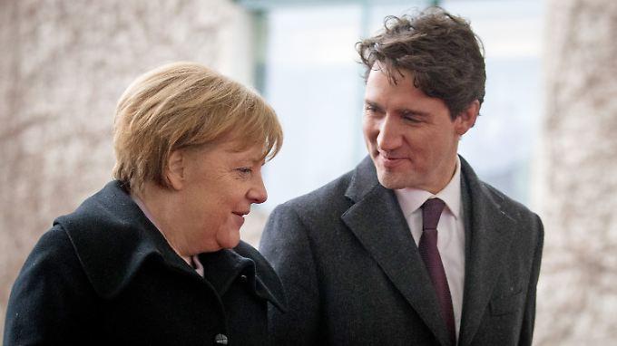 Willkommener Besuch aus Nordamerika: Merkel empfängt Trudeau vor dem Kanzleramt.