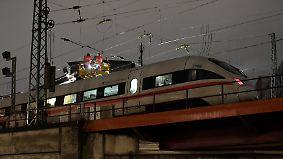 400 Fahrgäste sitzen fest: Starkstromleitung stürzt in Hamburg auf ICE