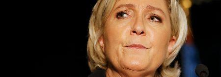 Mitarbeiter in Polizeigewahrsam: Betrugsvorwürfe setzen Le Pen zu