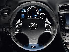 Lexus gelingt der Spagat zwischen Dynamik und einem gewissen Maß an Restkomfort.