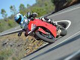 Das Schräglagensurfen wird mit der Ducati SuperSport zu einem leicht verdaulichen Genuss.
