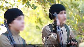 Amjad Abu Yousef al-Sinjari und sein Bruder in einem IS-Propagandavideo.
