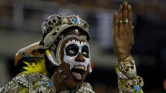 Sambaschulen geben alles: Karneval in Rio ist bunt, schrill und ungewohnt politisch