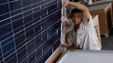 Ein Solarmodul in einer chinesischen Fabrik inBaoding wird für den Versand vorbereitet.