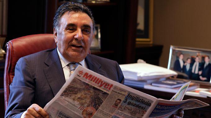 """Zu Dogans Medienkonzern gehören unter anderem die Zeitung """"Hürriyet"""" und der Fernsehsender CNN Turk."""
