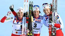 Das perfekte norwegische Glück: Heidi Weng (l.) Marit Bjørgen und Astrid Uhrenholdt Jacobsen.