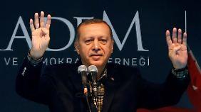 Minister Zeybekci tritt in Köln auf: Erdogan provoziert mit Nazi-Vergleich