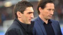 Tayfun Korkut beerbt Roger Schmidt als Trainer von Bayer Leverkusen.