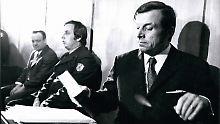 Heinz Joachim Ollenburg (r.) und Paul Kron (Mitte) bei der Verhandlung wegen Entführung Theo Albrechts