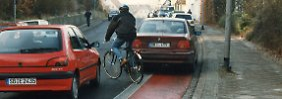 Das Auto als Hindernis: Wer haftet beim Blockieren des Radwegs?