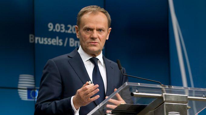 Immerhin 17 von 28 Staaten können sich zu dem Beschluss zusammenraufen: Ratspräsident Tusk kann zufrieden sein.
