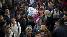 Flüchtlinge am Berliner Flughafen Schönefeld im Oktober 2015