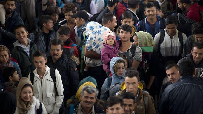 Flüchtlinge bei ihrer Ankunft in Berlin im Oktober 2015.