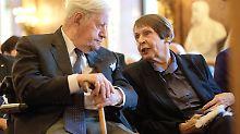 Gut zwei Jahre nach ihrem Lebensgefährten Helmut Schmidt ist nun auch Ruth Loah gestorben.