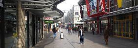 Eine Einkaufsstraße in Almere.