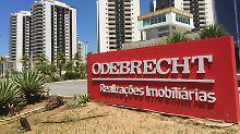 Ein Schild des brasilianischen Baukonzerns Odebrecht steht vor dem früheren Olympischen Dorf in Rio de Janeiro.
