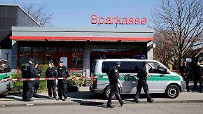 Großeinsatz in Duisburg: Polizei kann Mitarbeiter von überfallener Bank befreien