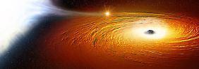 Kosmischer Engtanz: Weißer Zwerg umrundet Schwarzes Loch