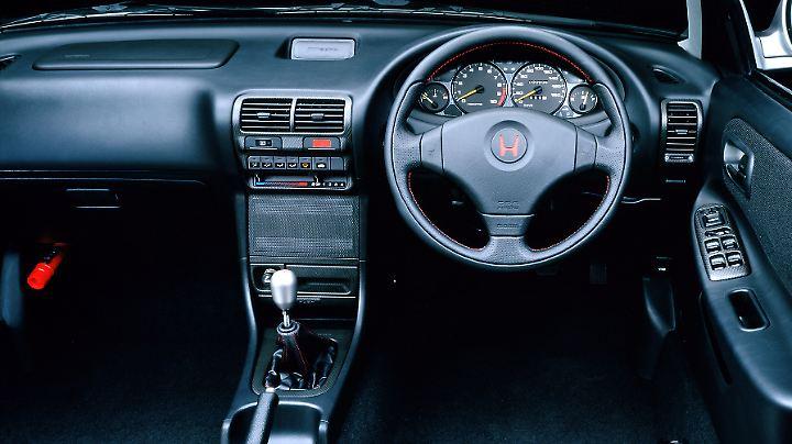 Spartanisch und klar zeigt sich das Innenleben des Honda Integra Type-R.