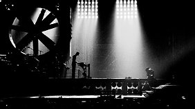 """Regisseur Åkerlund ist Spezialist für Musikvideo-Produktionen - und setzt die Band in """"Rammstein: Paris"""" gekonnt in Szene."""