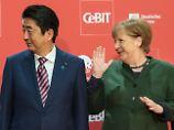 Appell an die USA: Merkel und Abe plädieren für Freihandel
