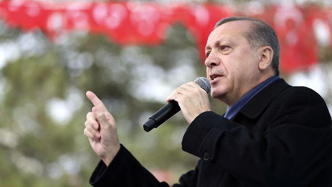 """Persönliche Attacke gegen Merkel: Erdogan wirft auch Kanzlerin """"Nazi-Methoden"""" vor"""